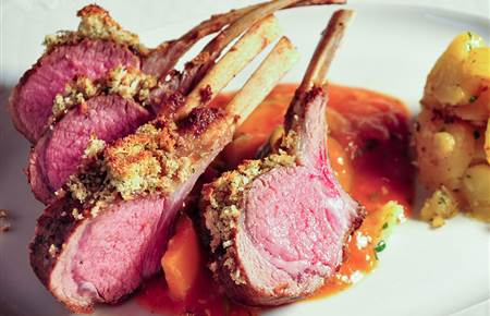Lamb chop with potatoes and sauce